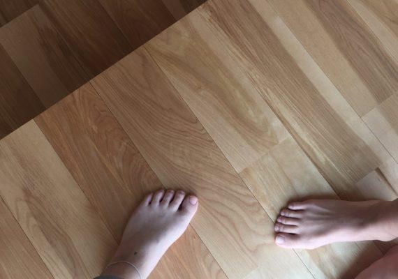 素足で歩きたくなる足触りの良い無垢のような床
