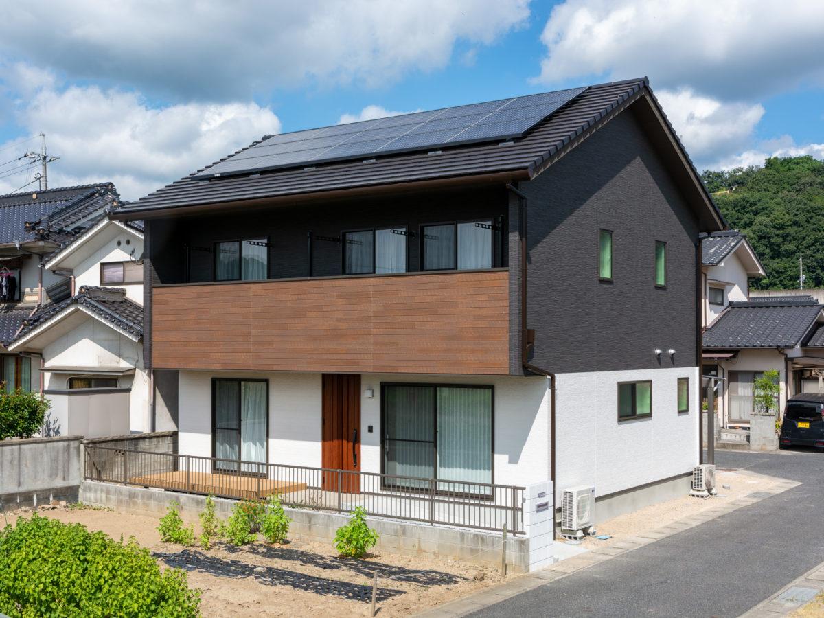 空間の広さが変えられるLDK!高級感があるモダンな雰囲気のお家